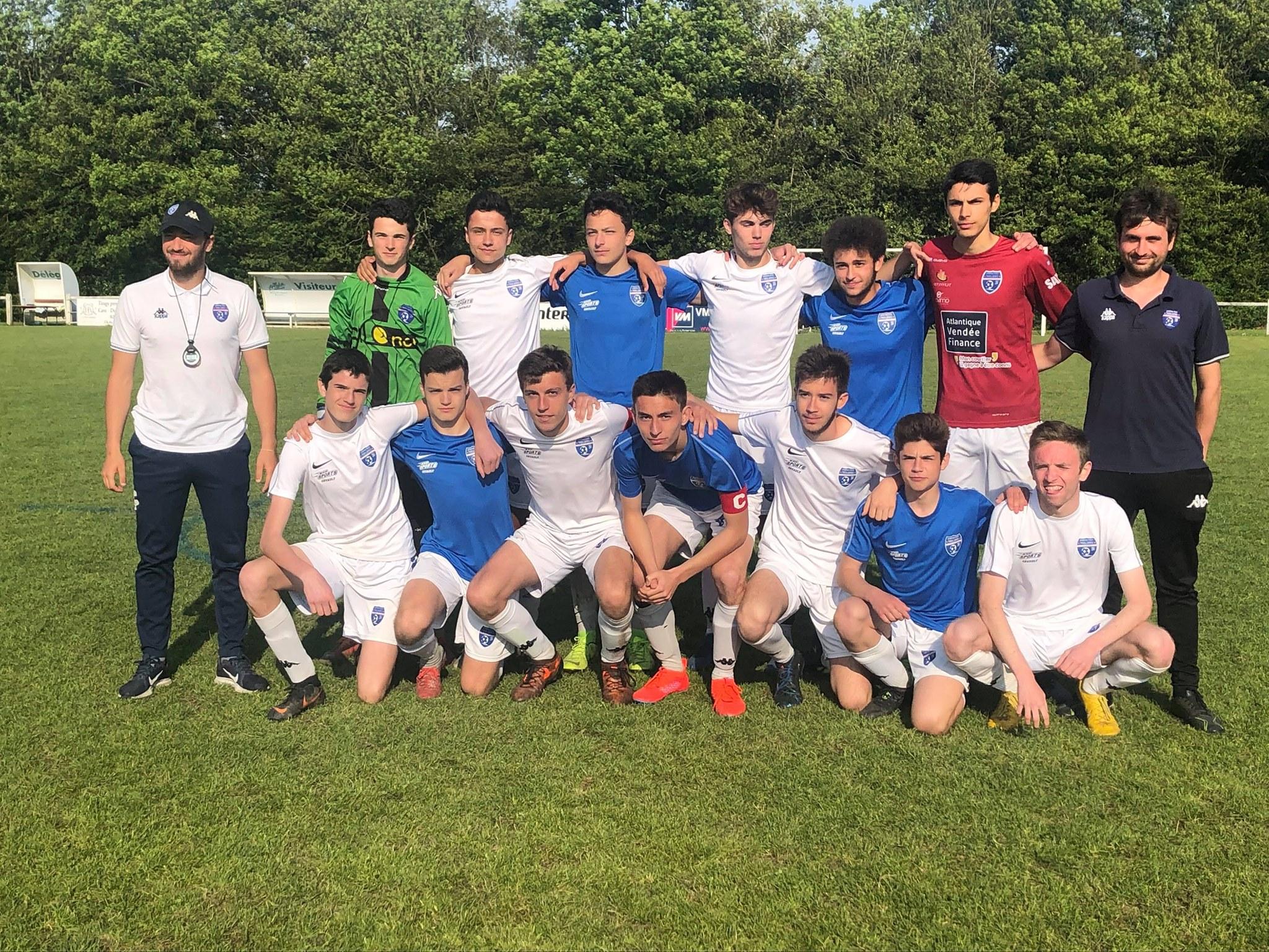 Les deux équipes U17 lors du tournoi de St Lyphard